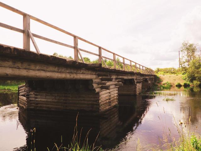 Деревянный рубленый мост через Чурьегу