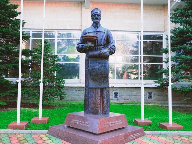 Памятник Владимиру Будзинскому