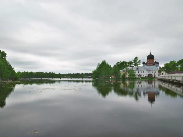 Свято-Введенский островной монастырь