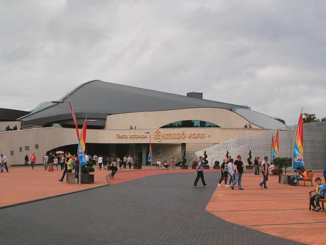 Янтарь-холл
