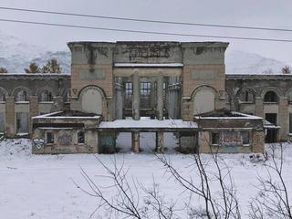 Бывший железнодорожный вокзал вКировске