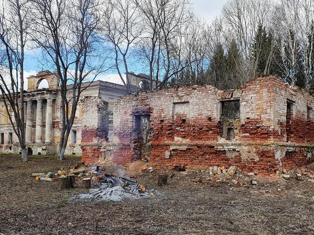 Заброшенная усадьба в Ново-Михнево