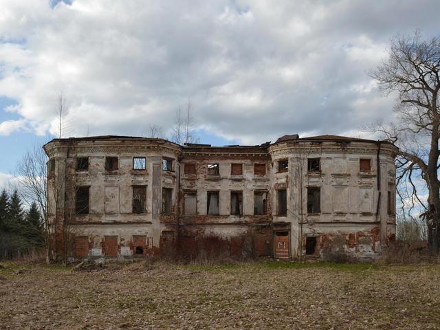 Заброшенная усадьба Тихвино-Никольское