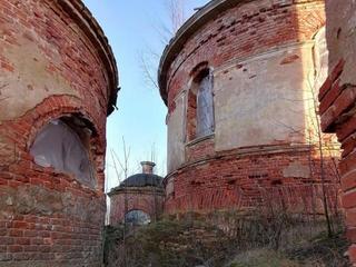 Заброшенная церковь в Фёдово