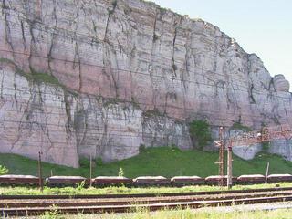 Красная скала в Миньяре