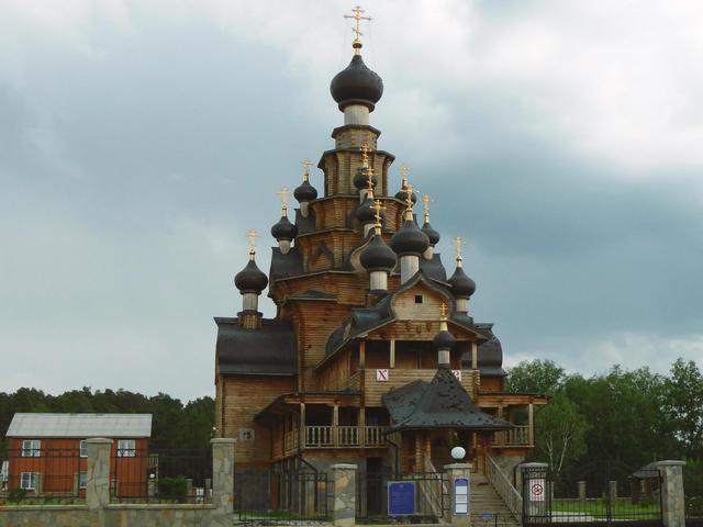 Деревянный храм в Верхней Санарке